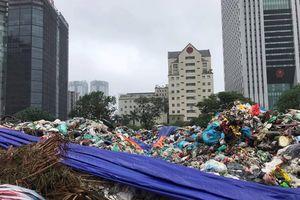 Nội thành Hà Nội bắt đầu ngập rác thải