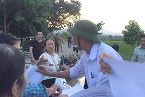 Người dân đã dừng chặn xe chở rác vào bãi rác Nam Sơn