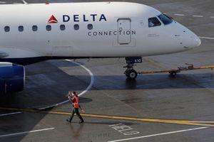 Máy bay quay đầu vì hành khách đột nhập vào buồng lái