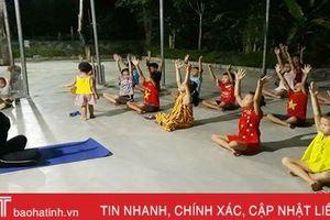 Ngày hè của trẻ em Hà Tĩnh: Học yoga, tập võ và múa hát
