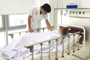 Bỏ thuốc luyện 'giáo phái lạ' để chữa bệnh, cụ bà đột quỵ não phải nhập viện cấp cứu