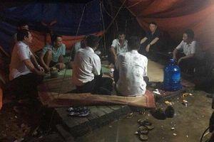 Cuộc đối thoại lúc 1h sáng giữa Chủ tịch huyện Sóc Sơn với dân ngay tại lều chặn xe vào bãi rác Nam Sơn