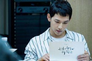Lee Dong Wook để râu ria lởm chởm, cùng Im Siwan (ZE:A) dự buổi đọc kịch bản phim 'Strangers from Hell'