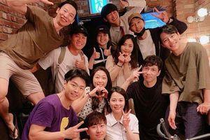 Tấm ảnh được Sina cho là lần đầu Song Joong Ki xuất hiện sau tuyên bố ly hôn, thực chất là ảnh cũ trước ngày công bố tin shock