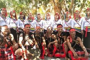 Lễ hội 'Đấu chiêng đôi và Dân ca dân vũ' của đồng bào Cor