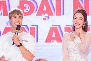 Hoa hậu Huỳnh Vy cùng Công Phượng hào hứng giao lưu với sinh viên