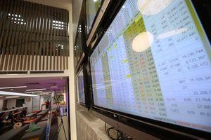 Tháng 6, thanh khoản giảm, nhà đầu tư ngoại bán ròng trên HNX