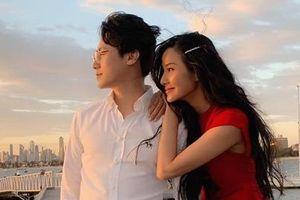 Hoàng Thùy công khai đăng ảnh bên Rocker Nguyễn sau nghi vấn hẹn hò