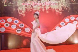 Hoa hậu Huỳnh Trâm thu hút mọi ánh nhìn tại sự kiện Tứ đại Doanh Nhân Tài Sắc