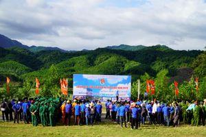 Ra quân tình nguyện hè gắn với việc xây dựng nông thôn mới