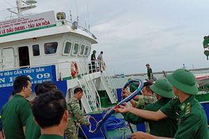 BĐBP Bình Thuận khắc phục sự cố tràn dầu tại cảng Phú Quý