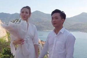 Diện đồ ton-sur-ton, Cường Đô la bật mí cảnh cầu hôn Đàm Thu Trang cực kỳ lãng mạn bên bờ biển