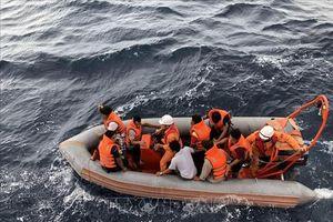 Nỗ lực tìm kiếm ngư dân mất tích trong vụ chìm tàu cá NA 95899