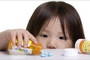 Nghịch nhai 3 viên thuốc ngủ Rotunda, bé 2 tuổi phải đi cấp cứu