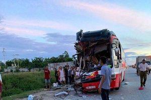 Xe chở đoàn du lịch đâm đuôi container: Sau tiếng động lớn thấy la liệt người bị thương la hét hoảng loạn
