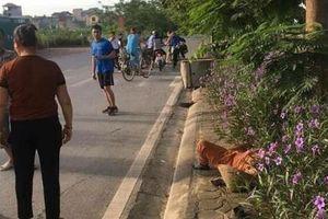 Hà Nội: Đang quét rác ven đường, nữ công nhân bị xe ô tô tông tử vong