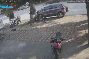 Thái Nguyên: Ô tô 'điên' đâm liên hoàn khiến 3 người bị thương nặng