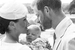 Hoàng tử Harry và vợ hạnh phúc trong lễ rửa tội của con trai