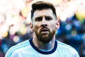 Khoảnh khắc Messi bị đuổi khỏi sân khi gặp Chile nhìn từ khán đài