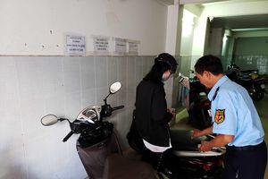 Gửi xe máy nhầm bãi ở Sài Gòn, bị thu 200.000 đồng: Ai đúng, ai sai?