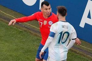 Cận cảnh pha xô xát khiến Messi dính thẻ đỏ sau 14 năm
