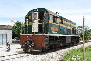 Người đàn ông bị đầu kéo xe lửa tông tử vong khi băng qua đường sắt