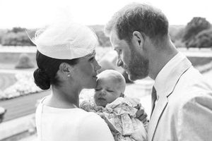Công bố ảnh lễ rửa tội của con trai Hoàng tử Harry và Meghan