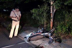 Bình Phước: Chạy xe máy tốc độ cao, nam thanh niên tông vào gốc cây tử vong