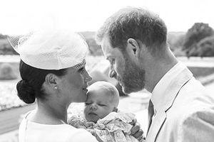 Úp mở bấy lâu, cuối cùng 'Hoàng tử bé' nước Anh cũng lộ diện
