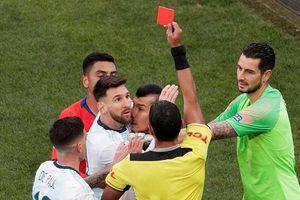 Một đêm, hai người hùng Salah, Messi suy sụp