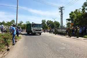 Đà Nẵng huy động công an bảo vệ để xe chở rác vào bãi rác Khánh Sơn