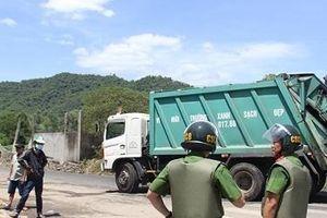Đà Nẵng: Công an 'thông đường' cho xe chở rác vào bãi rác Khánh Sơn