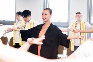 Siêu mẫu Lại Thanh Hương đạo diễn Catwalk cho thí sinh Ms&Mr Asia Business 2019