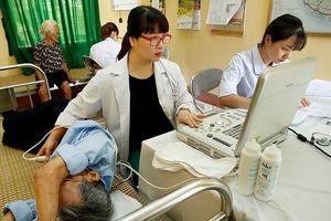 BV Bạch Mai: Khám, phát thuốc miễn phí cho 500 đối tượng chính sách