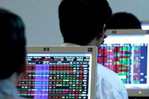 Phạt một loạt cổ đông lớn của HVA, GKM, PXL mua 'chui' cổ phiếu