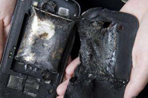 Tử vong vì nổ điện thoại, lời cảnh tỉnh cho thói quen vừa sạc pin vừa dùng điện thoại