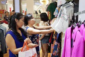 Thời trang Việt nỗ lực 'chiếm' sân nhà