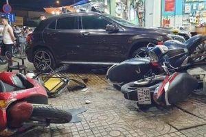 Xế sang Mercedes-Benz do nữ tài xế điều khiển gây tai nạn kinh hoàng tại TP.HCM