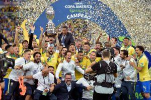 Cận cảnh: Dàn sao Brazil ăn mừng chức vô địch Copa America 2019