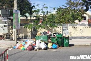 Khẩn trương thu gom hàng tấn rác dồn ứ ở Đà Nẵng