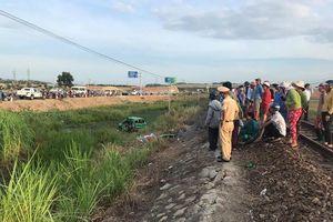 Tàu hỏa đâm taxi làm 5 người thương vong tại Quảng Ngãi