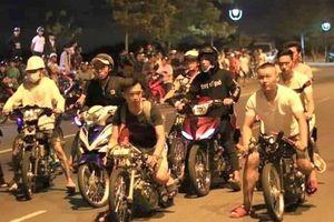 'Quái xế' vứt bỏ hàng chục xe máy khi bị cảnh sát vây bắt