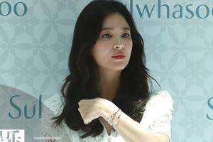 Song Joong Ki gầy gò trong tiệc liên hoan phim mới