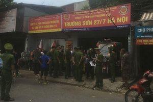 Tiếp bài 'Phường khẳng định đất có tranh chấp, quận vẫn cấp Sổ đỏ' tại Hà Nội: Nhiều người lạ kéo đến ăn ngủ, sinh hoạt tại ngôi nhà tranh chấp