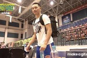 Dàn cầu thủ Hochiminh City Wings quyết tâm hóa cao thủ võ lâm qua 'Thử thách nắp chai'