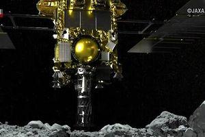 Tàu thăm dò Nhật Bản thu thập mẫu đất đá trên một tiểu hành tinh
