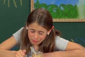 Trẻ em ôm mặt, thấy ghê khi lần đầu thử trà sữa trân châu