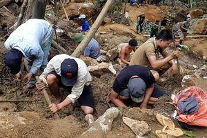 Cảnh núi rừng Yên Bái nham nhở vì người tìm đá quý đào xới