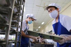 Kiểm tra an toàn thực phẩm bếp ăn tập thể trong KCX - KCN