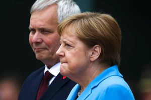 Thủ tướng Đức Merkel lần thứ 3 trong tháng bị bắt gặp run bần bật